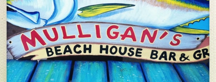 Mulligan's Beach House Bar & Grill is one of Tempat yang Disimpan Lizzie.