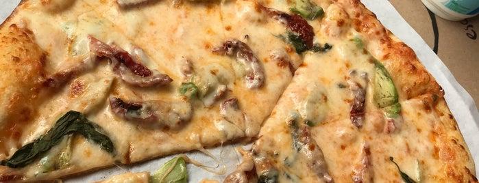 Pizza Locale is one of MüM 💎'ın Beğendiği Mekanlar.