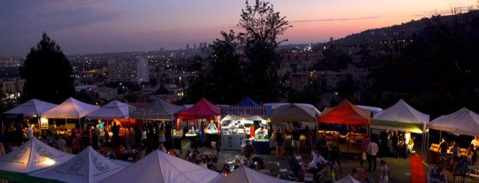 Yamashiro Farmers Market is one of Lieux sauvegardés par Steven.