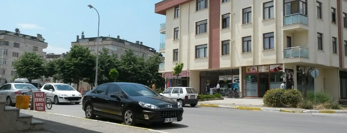 İstasyon Mahallesi is one of Şeyma 님이 좋아한 장소.