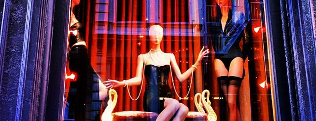 Kiki de Montparnasse is one of Sexy Shops.