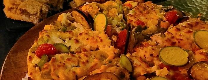 D L P Fast Food | دِ لِ پِ is one of สถานที่ที่ Hamilton ถูกใจ.