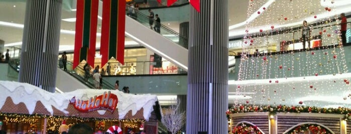 Lippo Mall Puri is one of Locais curtidos por Yus.