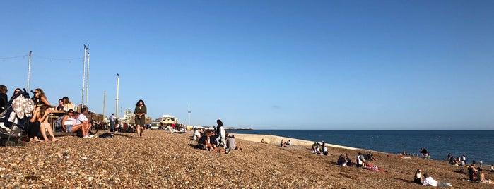 Western Esplanade is one of Lugares favoritos de Barry.