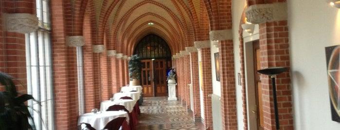 Hotel Conferentiecentrum Bovendonk is one of Lugares favoritos de Kees.