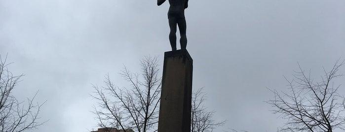 Памятник «Гимнаст-факелоносец» is one of Lieux qui ont plu à Мария.