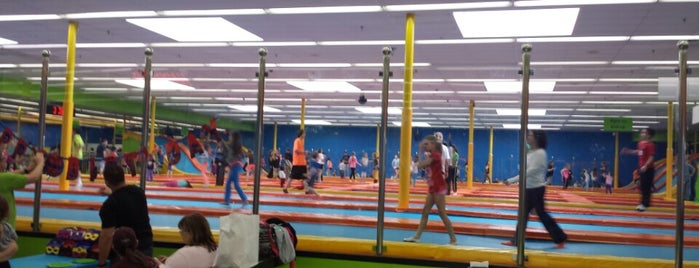 Jumping World! is one of Lieux qui ont plu à Brandon.