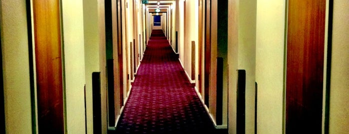 Royal National Hotel is one of Tempat yang Disukai Sol.