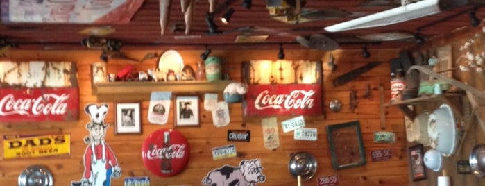 Uncle Gus' Mountain Pit Bar-B-Que is one of Orte, die Lou gefallen.