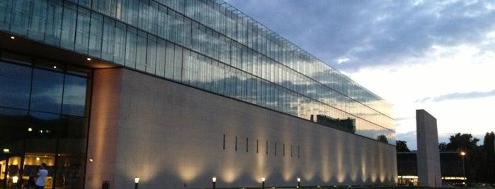 Hochschule für Fernsehen und Film (HFF) is one of Munich.