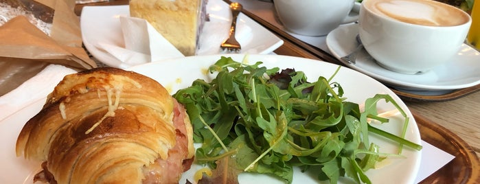 Amber's French Bakery & Cafe is one of Orte, die Olcay gefallen.