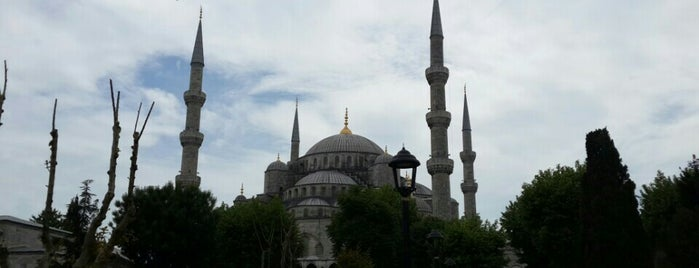 Sultan Ahmet Camii is one of Yasemin Arzuさんの保存済みスポット.