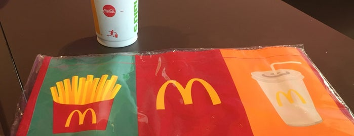 McDonald's is one of Locais curtidos por Vee.
