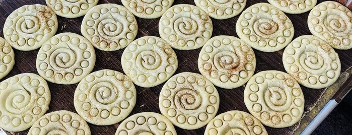 Tafazoli Fuman Traditional Cookies | کلوچه سنتی فومن - تفضلی is one of Tempat yang Disukai H.