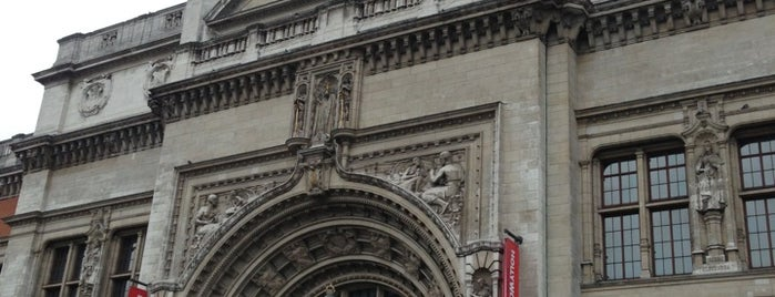Victoria and Albert Museum (V&A) is one of My London Trip!.