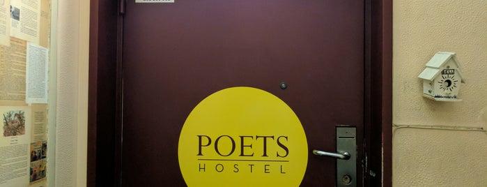Lisbon Poets Hostel is one of Posti che sono piaciuti a Mayara.