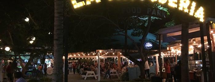 La Antojería Food Park is one of สถานที่ที่ Anaid ถูกใจ.