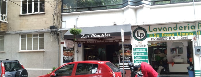 Los Mandiles Tacos de Guisado is one of Lugares Próxima.