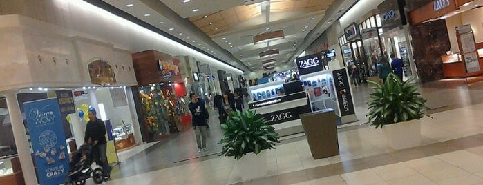 Fashion Place Mall is one of Orte, die Karen gefallen.