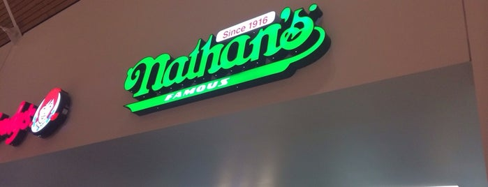 Nathans Famous is one of Orte, die Rob gefallen.