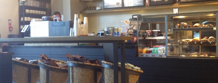 Starbucks is one of Mehmet Koray : понравившиеся места.