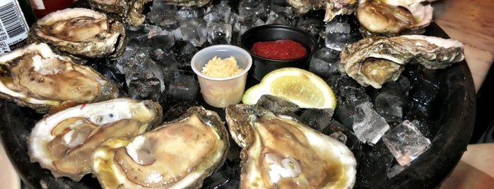 Royal House Oyster Bar is one of Lugares favoritos de Jenn.