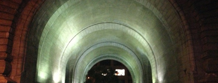The Archway Under the Manhattan Bridge is one of Tempat yang Disimpan Jason.