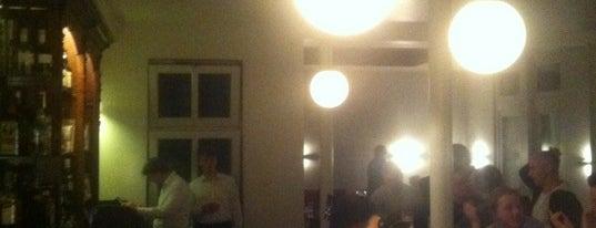 Café Esprit is one of Locais curtidos por Jil.