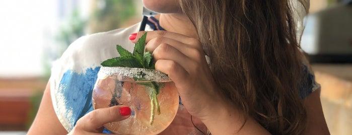 Yalı Beach Club & Restaurant is one of Hande'nin Beğendiği Mekanlar.