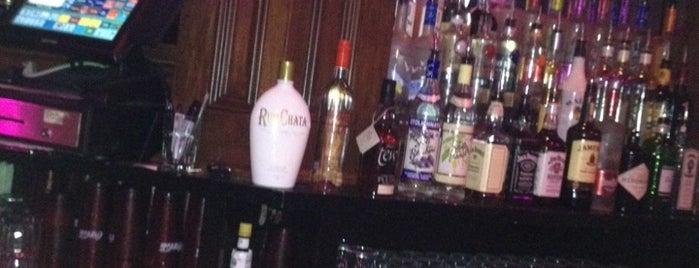 Hanley's Ale House is one of Locais curtidos por Adam.