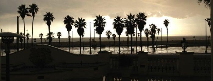 Hyatt Regency Huntington Beach Convention Center is one of Posti che sono piaciuti a Zachary.