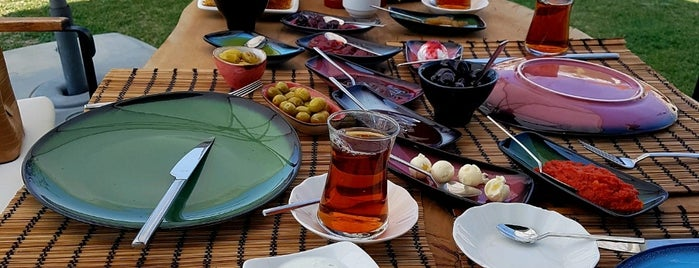 Nyssa Restaurant & Entertainment Center is one of Posti che sono piaciuti a Ahmet.