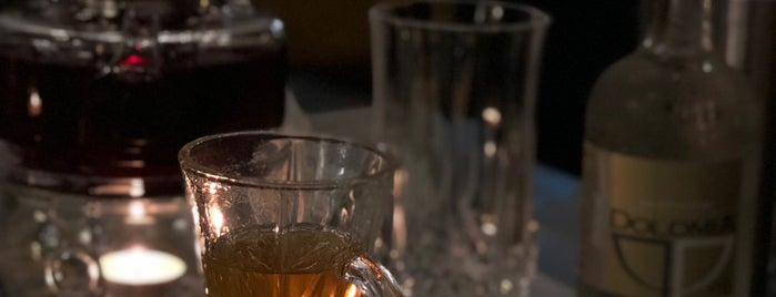 Tea Club is one of Posti che sono piaciuti a Madawi.