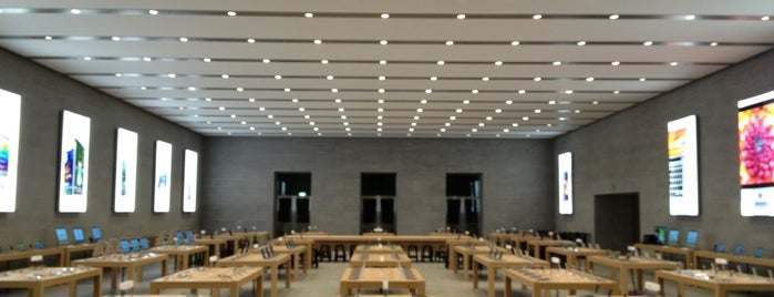 Apple Kurfürstendamm is one of Posti che sono piaciuti a Oleksandr.