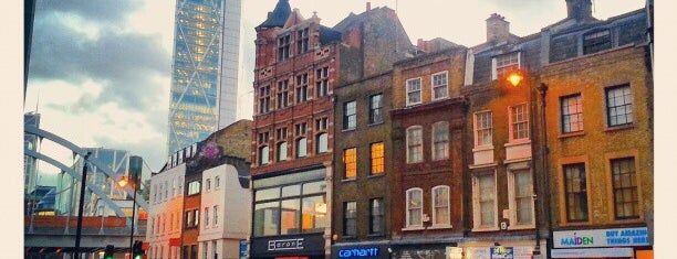 Shoreditch High Street is one of Tempat yang Disukai Kevin.