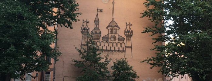Двор-замок is one of todo.
