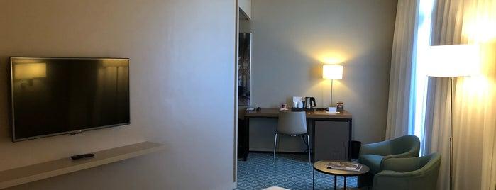 Hotel Dom Henrique is one of Lugares favoritos de João Paulo.