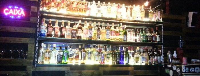Live Music Bar is one of { Bares e Restaurantes }.