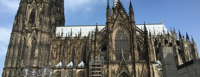 Cathédrale de Cologne is one of Lieux qui ont plu à Jan.