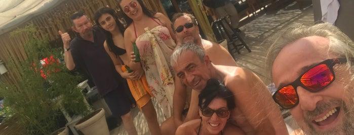Relaxx Beach Cafe Bar is one of Zafer'in Beğendiği Mekanlar.