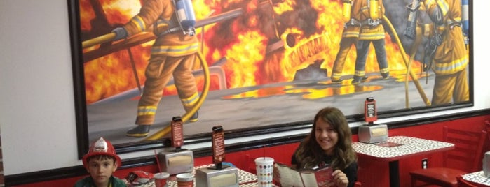 Firehouse Subs is one of Tempat yang Disukai Richie.