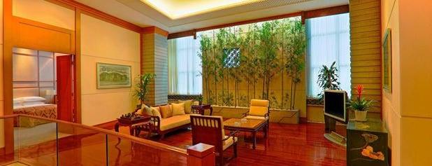 Sheraton Chengdu Lido Hotel is one of Collin'in Beğendiği Mekanlar.