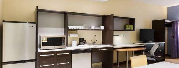 Home2 Suites by Hilton is one of Lugares favoritos de Colin.