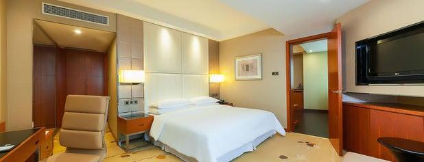 Sheraton Chengdu Lido Hotel is one of Lugares favoritos de Collin.