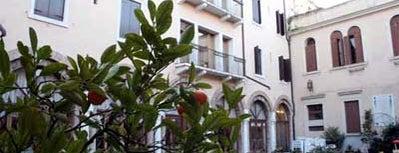 Domus Ciliota is one of Hoteles y Más.