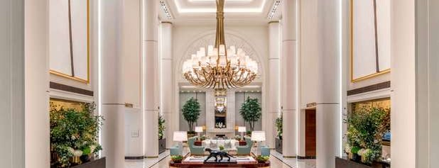Waldorf Astoria Beverly Hills is one of Lugares favoritos de Nikki.