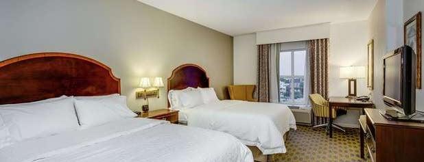 Hampton Inn & Suites Mobile Downtown is one of Lieux qui ont plu à Sarah.