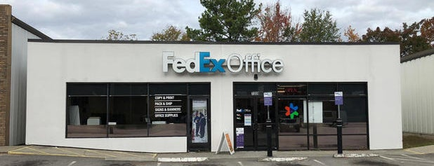FedEx Office Print & Ship Center is one of Posti che sono piaciuti a Samah.