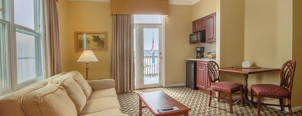Wyndham Bay Voyage Inn is one of Locais curtidos por Michael.