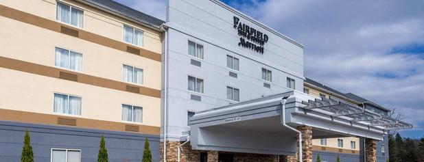 Fairfield Inn & Suites is one of Lieux qui ont plu à FA.